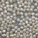 6447 button pearl about 2.25-2.5mm.jpg